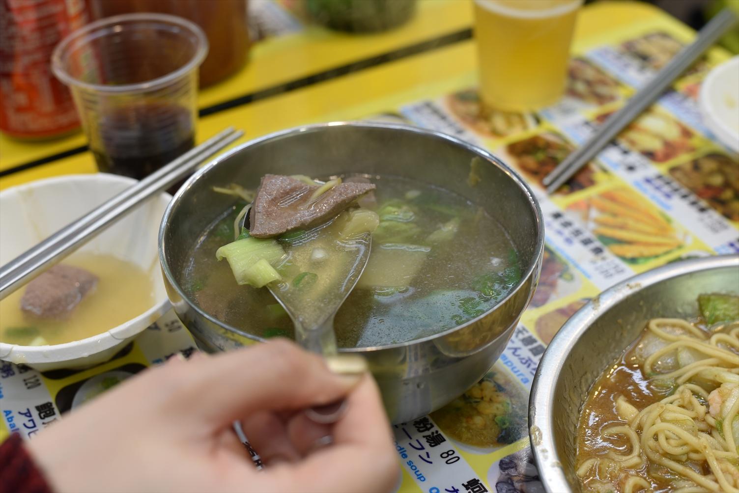 士林夜市 地下美食区 フードコート レバースープ