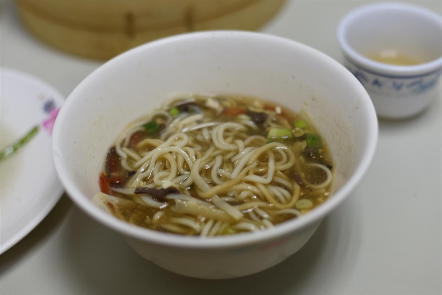 冠京華 酸辣湯麺
